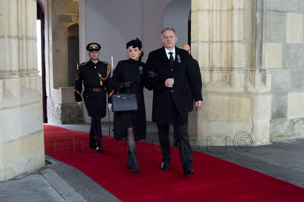 e25303582 Kondolovať prichádza prezident SR Andrej Kiska s manželkou, v galérii na  konci článku viac ako 70 fotografií, foto Pavel Ondera