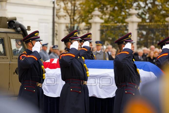 e87ef0594 Slovensko sa vo štvrtok 13. októbra 2016 v Bratislave rozlúčilo so svojím  prvým prezidentom samostatnej Slovenskej republiky Michalom Kováčom, ktorý  zomrel ...