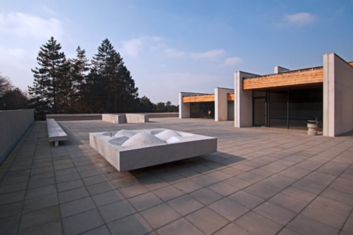 915c97d8d Bratislavské krematórium je skvostom, ktoré prispieva k jednote  architektúry, priestoru a pocitu previazanosti s prírodou.