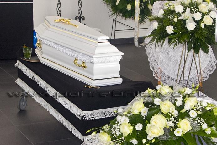 c7fe410c2 Kritérium veku v prípade úmrtia človeka je jeden z podstatných aspektov, na  základe ktorého evidujeme viaceré odlišnosti v realizácii rôznych obyčají a  ...